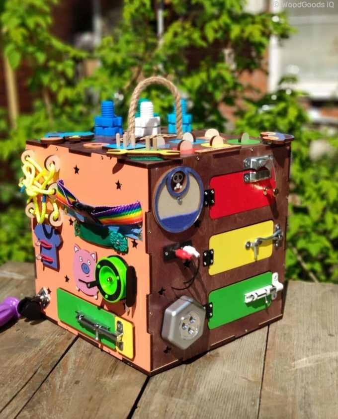 """busy box colored 0 680x843 - Бизикуб """"Уникальный"""" 30х30х30 см."""